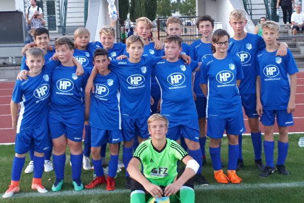 Glückliche Gesichter auf Seiten der TSG-Kicker nach dem Derbysieg in Schönebeck.| Foto: Verein