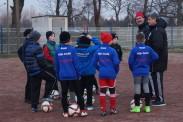 Erklärung der nächsten Übung, die Nachwuchskicker lauschen konzentriert den DFB-Trainern. | Foto: Verein