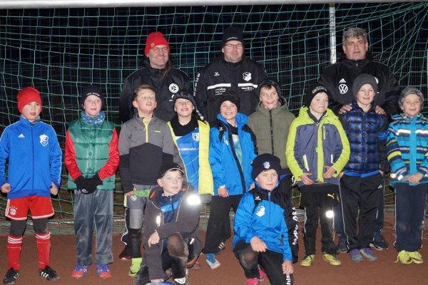 Gemeinsames Erinnerungsfoto nach dem erfolgreichen DFB-Training.   Foto: Verein