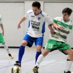 Christian Kober (l.) und seine Kollegen der TSG Calbe verloren 0:1 gegen den TSV Kleinmühlingen/Zens um Brian Ostwald (r.).