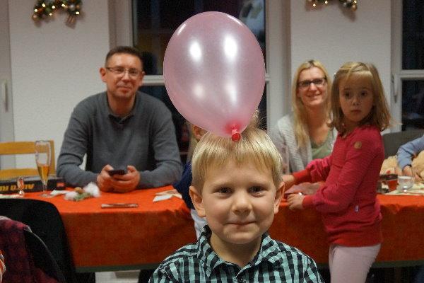 Der Junge mit dem Luftballon. | Foto: Verein