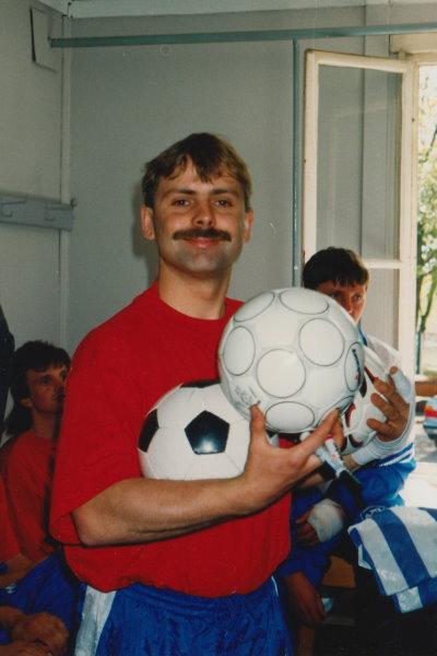 Torsten Göhr hat schonmal einige Bälle für die begehrten Unterschriften gesammelt.