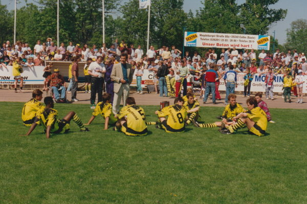 Die BVB-Kicker blieben bei dem schönen Wetter direkt auf dem Rasen des Hegerstadions.