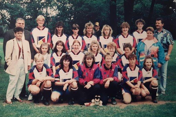 Die Frauenmannschaft der TSG Calbe im Jahr 1997. | Foto: Verein