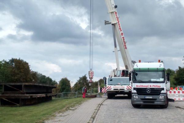 Foto von den Bauarbeiten zur Errichtung der Behelfsbrücke. | Foto: Verein
