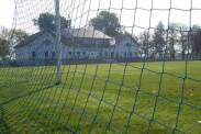Der Hauptplatz und das Sportlerheim.