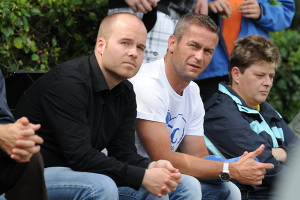 Stephan Lietzow hier als Zuschauer bei einem Spiel des 1. FC Magdeburg gemeinsam mit Mario Kallnik.