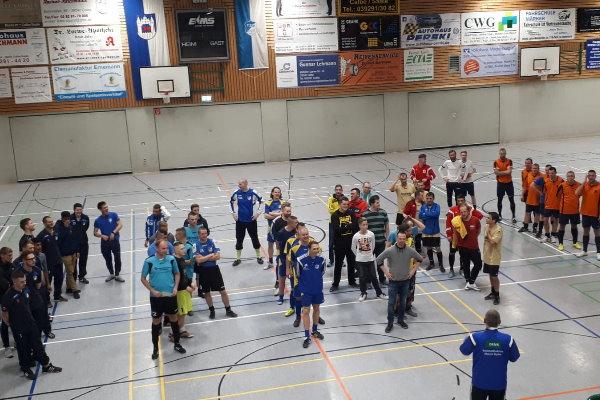 Aufstellung aller Teams nach dem Vereinsturnier der Fußballer der TSG Calbe 2018. | Foto: Verein