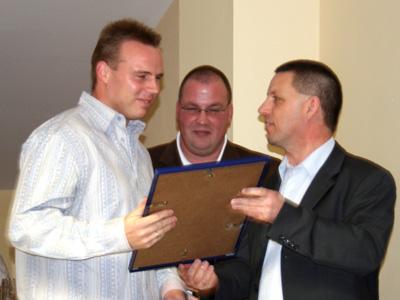 Ch. Harant erhält die Auszeichnung