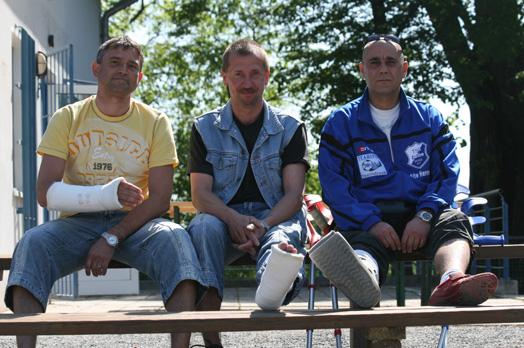 M. Marschall, M. Kober und Th. Dobbertin verfolgen das Spiel ihrer Mannschaft am letzten Wochenende im Hegerstadion