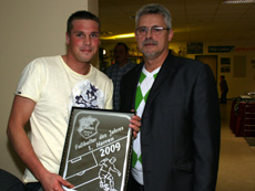 Fußballer des Jahres der . Mannschaft wurde Benjamin Richter (l.)