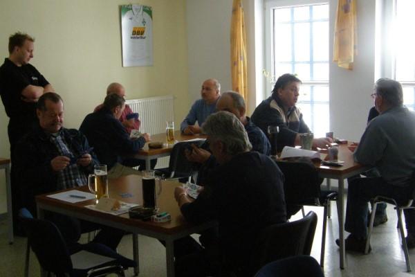 Im Hegerheim kamen insgesamt 15 Teilnehmer zum Osterskat zusammen.   Foto: Verein